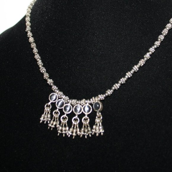 Beautiful vintage silver and cats eye necklace adj